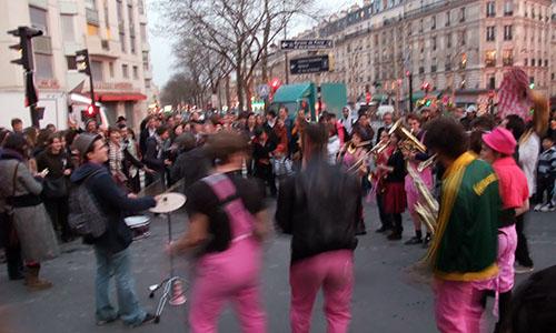 Les musiciens vibrent et bougent