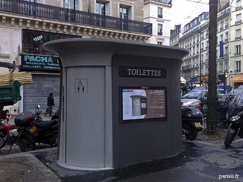 Nouvelles toilettes publiques, très jolies en plus d'être fonctionnelles!