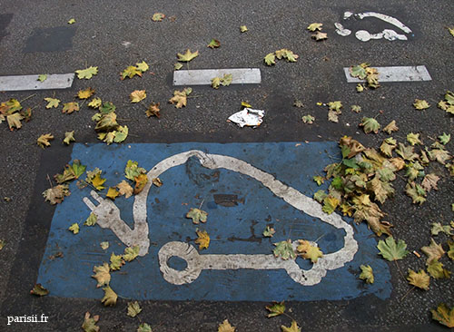 Place de stationnement réservée aux voitures électriques