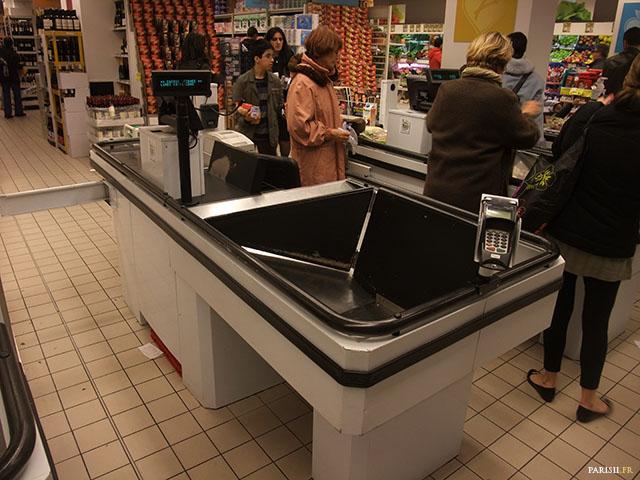 La caisse de supermarché, avec sa machine à carte
