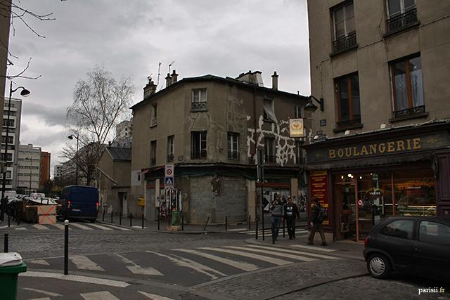 Le 19e arrondissement est le coin le moins cher de Paris, et on comprend pourquoi. Vous imaginez que le m² est en fait aussi cher qu'à Saint Tropez dans un tel quartier?