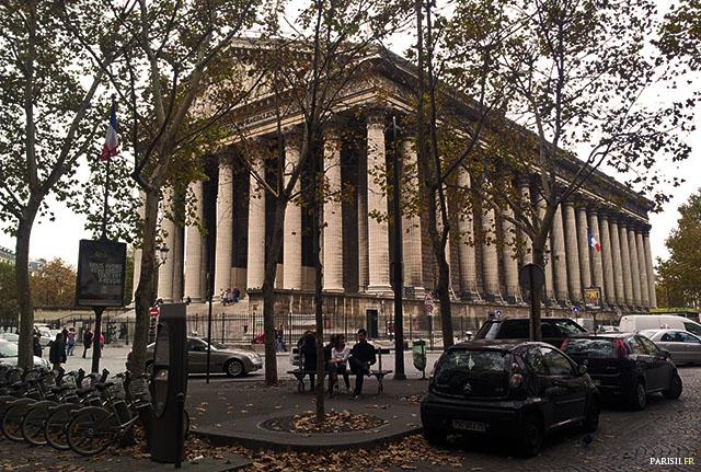 Temple périptère de 52 colonnes